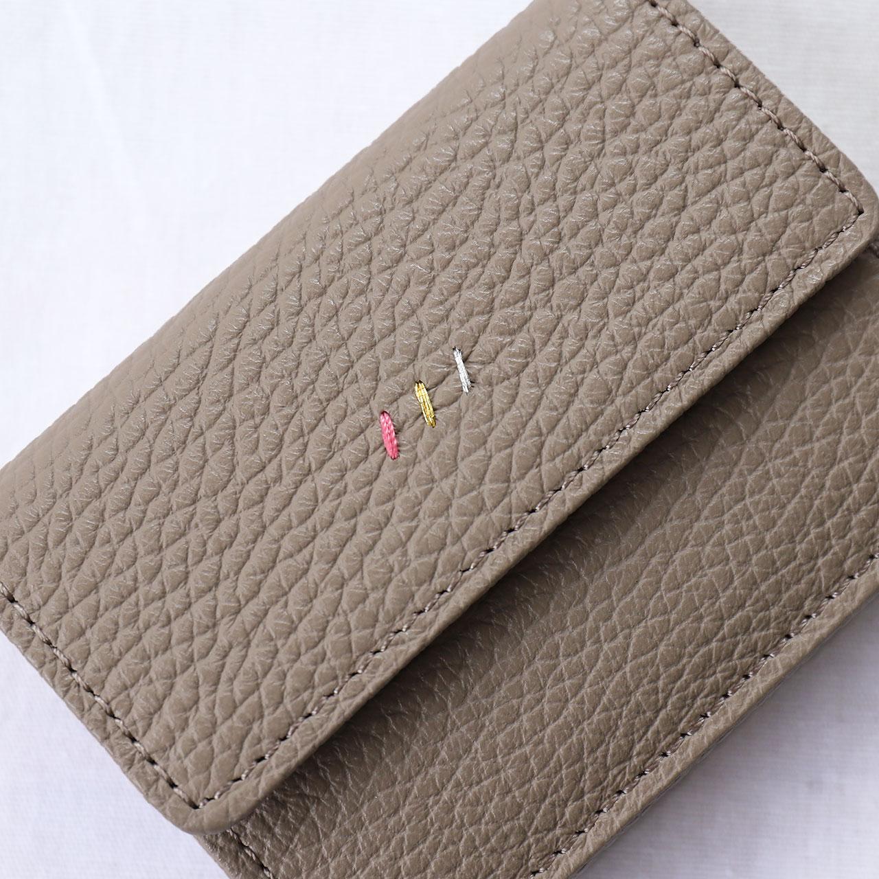 三つ折り財布表面。